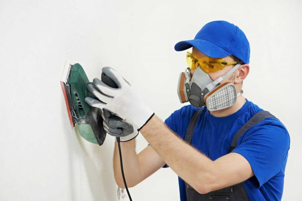 worker wearing respirator